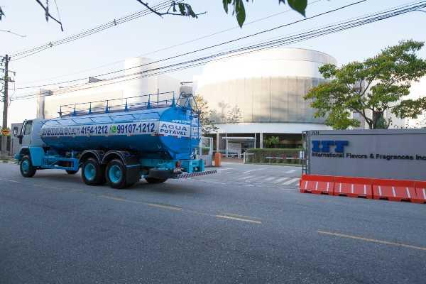 transporte de água para empresas