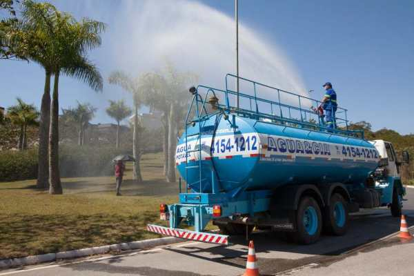 transporte de água para produção e ventos
