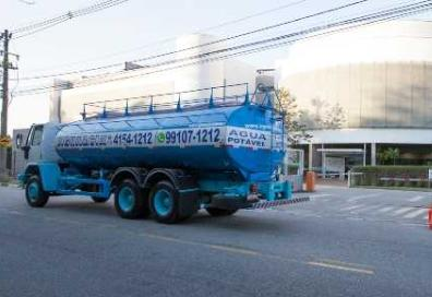 transporte de água potável
